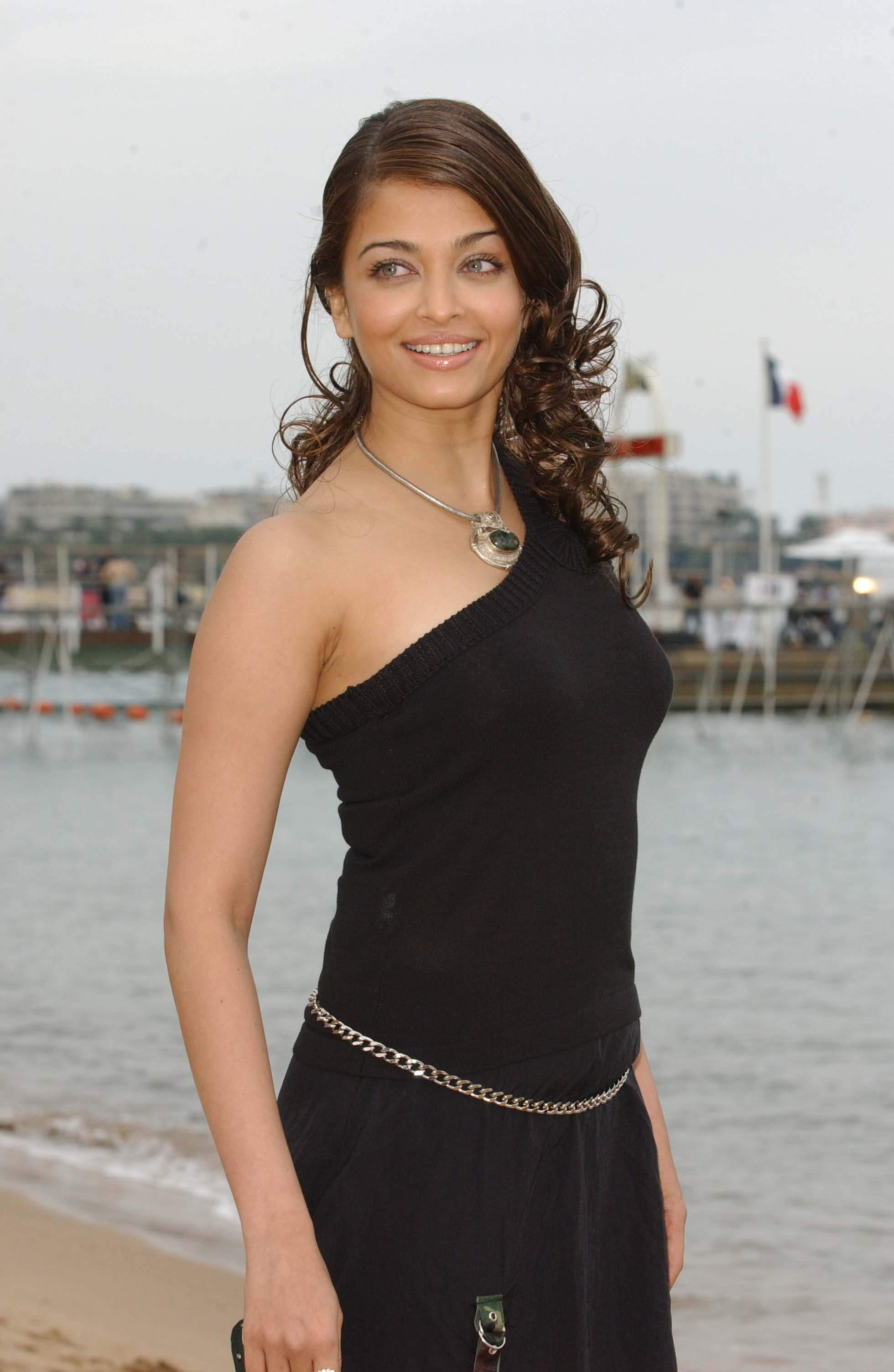 http://aishwarya-rai.narod.ru/photo/aishwarya-rai-photo-5.jpg